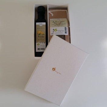 Picture of GIFT BOX WITH PUMPKIN SEED OIL 0.25 AND COARSELY GROUND BUCKWHEAT 500 G